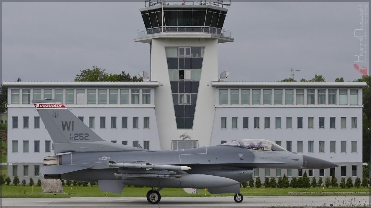 artykuł  Uroczystość objęcia stanowiska Dowódcy 32. Bazy Lotnictwa Taktycznego