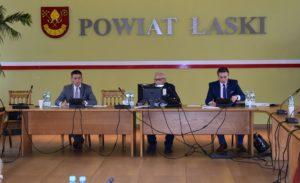 Zaproszenia na XXVIII sesję Rady Powiatu Łaskiego w dniu 28 sierpnia 2020 r. o godz. 8.00.
