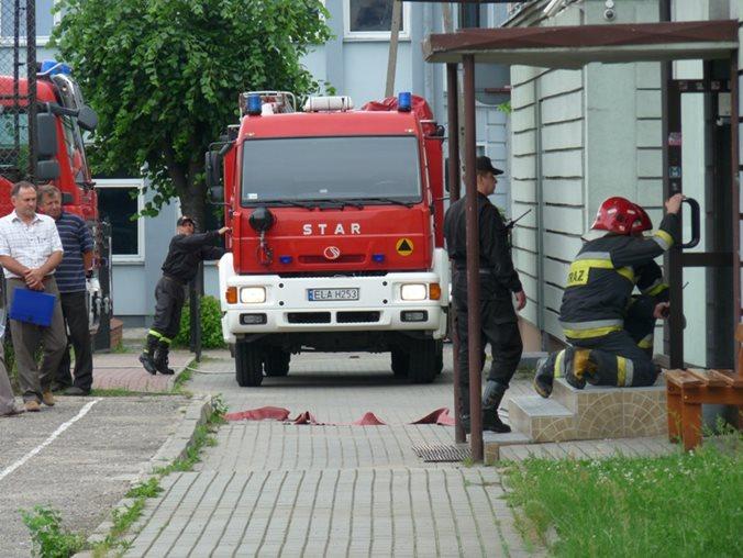Powiatowe ćwiczenie na temat:  Pożar – ewakuacja Zespołu Szkół Ponadgimnazjalnych Nr 1 w Łasku.
