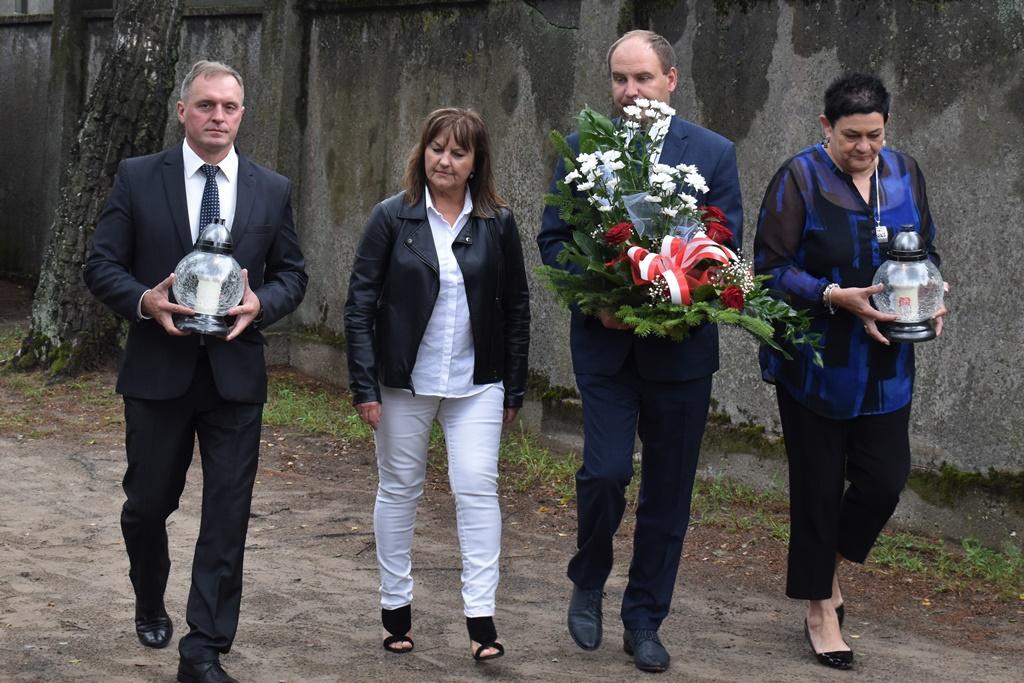 Zarząd Powiatu Łaskiego uczcił 81. rocznicę wybuchu II wojny światowej.