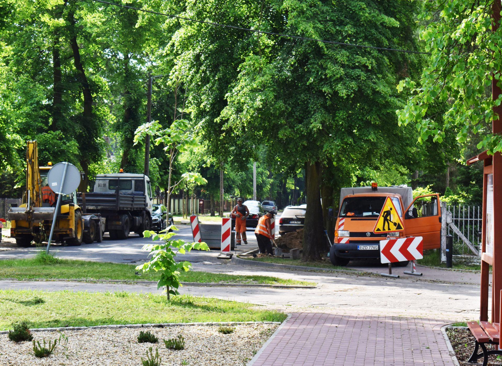 """Remont chodników przy """"Leśnym Skwerze"""" w Kolumnie"""