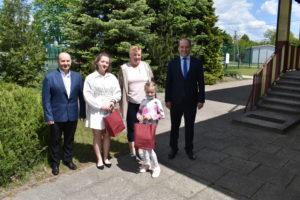 Upominki dla wyróżnionych w Eliminacjach Wojewódzkiego Ogólnopolskiego Strażackiego Konkursu Plastycznego